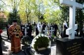 Святейший Патриарх Кирилл посетил Никольское и Большеохтинское кладбища Санкт-Петербурга