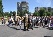 600 участников детского крестного хода с молитвой прошли центральными улицами Запорожья