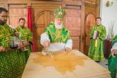 Патриарший экзарх всея Беларуси совершил чин великого освящения Свято-Троицкого храма города Минска