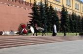 В 77-ю годовщину начала Великой Отечественной войны митрополит Крутицкий Ювеналий возложил венок к могиле Неизвестного солдата у Кремлевской стены