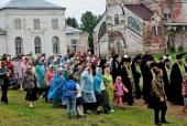 Более 400 паломников прибыли на престольный праздник в пинежский Артемиево-Веркольский монастырь