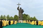 Блаженнейший Патриарх Александрийский Феодор и Святейший Патриарх Кирилл совершили молебен у памятника равноапостольному князю Владимиру в Москве