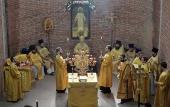 Патриарший наместник Московской епархии совершил первую Литургию в строящемся храме святого князя Владимира в Балашихе