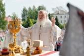 В праздник Преображения Господня Предстоятель Русской Церкви совершил Литургию на центральной площади Котласа