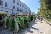 В Успенской Святогорской лавре около 500 священнослужителей и тысячи паломников торжественно отметили день памяти преподобного Иоанна, Затворника Святогорского