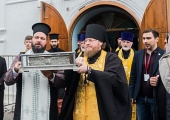В Красноярске мощам святителя Спиридона Тримифунтского за три дня поклонились около 30 тысяч верующих