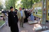 При участии Финансово-хозяйственного управления в Москве открылась фотовыставка, посвященная жизни новых приходов
