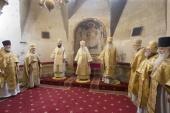 В день памяти святителя Киприана митрополит Крутицкий Ювеналий совершил Литургию в Успенском соборе Московского Кремля