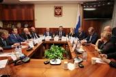 Председатель Синодального отдела по взаимоотношениям Церкви с обществом и СМИ провел встречу с депутатами Государственной Думы