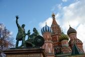 В День народного единства Президент России и Предстоятель Русской Православной Церкви возложили цветы к памятнику Кузьме Минину и Дмитрию Пожарскому на Красной площади