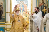 В Неделю 26-ю по Пятидесятнице Патриарший экзарх всея Беларуси совершил Литургию в Свято-Духовом соборе города Минска