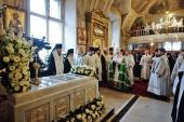 В десятую годовщину со дня кончины Святейшего Патриарха Алексия II Предстоятель Русской Церкви совершил заупокойное богослужение в Богоявленском кафедральном соборе