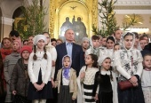 Президент РФ В.В. Путин молился за Рождественским богослужением в Спасо-Преображенском соборе Санкт-Петербурга