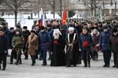 В День защитника Отечества Патриарший наместник Московской епархии возглавил церемонию возложения венков к могиле Неизвестного солдата у Кремлевской стены