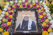 В Алма-Ате торжественно встретили ковчег с мощами святителя Тихона, Патриарха Всероссийского