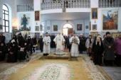 В Дустабаде молитвенно помянули игумению Манефу (Караваеву) на 40-й день кончины настоятельницы Покровского монастыря
