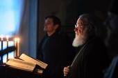 В четверг первой седмицы Великого поста Святейший Патриарх Кирилл молился за уставным богослужением в Заиконоспасском ставропигиальном монастыре
