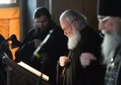 В канун среды Страстной седмицы Святейший Патриарх Кирилл принял участие в вечернем богослужении в Андреевском ставропигиальном монастыре