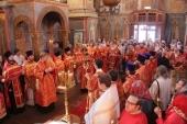 В день Радоницы митрополит Истринский Арсений совершил Литургию в Архангельском соборе Московского Кремля
