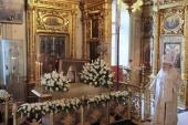 В 75-ю годовщину со дня кончины Святейшего Патриарха Сергия митрополит Крутицкий Ювеналий совершил Литургию и панихиду в Богоявленском кафедральном соборе г. Москвы