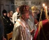 Блаженнейший митрополит Онуфрий совершил Литургию в Храме Гроба Господня