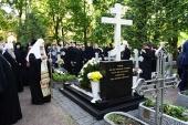 Святейший Патриарх Кирилл посетил Александро-Невскую лавру и Большеохтинское кладбище Санкт-Петербурга