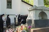 В рамках торжеств, посвященных 220-летию со дня рождения А.С. Пушкина, председатель Патриаршего совета по культуре совершил заупокойное богослужение на могиле поэта