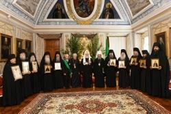 Святейший Патриарх Кирилл вручил церковные награды преподавателям Московской духовной академии и насельникам Троице-Сергиевой лавры