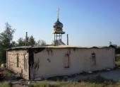 На Донбассе в результате прямого попадания зажигательного снаряда сгорела крыша храма