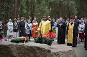 В престольный праздник храма Всех святых, в земле Санкт-Петербургской просиявших, в Северной столице почтили память жертв репрессий на Левашовской пустыни