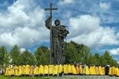 В День Крещения Руси Святейший Патриарх Кирилл совершил молебен у памятника равноапостольному князю Владимиру в Москве