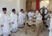 Митрополит Крутицкий Ювеналий освятил Покровский храм в подмосковной деревне Нововасильевское