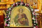 В день памяти великомученика Пантелеимона митрополит Александр совершил Литургию в Никольском соборе Алма-Аты, где пребывают мощи святого целителя