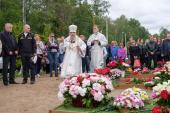 На 40-й день после трагедии в Баренцевом море глава Санкт-Петербургской митрополии совершил панихиду по погибшим подводникам