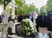 Святейший Патриарх Кирилл посетил Большеохтинское кладбище Санкт-Петербурга и Александро-Невскую лавру