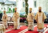 Иерарх Русской Православной Церкви принял участие в празднике в честь Успения Пресвятой Богородицы в румынском монастыре Путна
