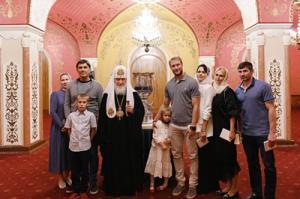 Святейший Патриарх Кирилл встретился с представителями хоккейного клуба ЦСКА