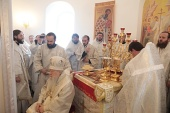 Патриарший наместник Московской епархии освятил храм Рождества Христова в подмосковном селе Мытники