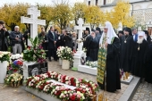 Святейший Патриарх Кирилл совершил литию на могилах архимандрита Кирилла (Павлова) и архимандрита Наума (Байбородина)