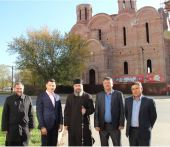 Глава Республики Калмыкия и архиепископ Элистинский Юстиниан ознакомились с ходом строительства кафедрального собора Элистинской епархии