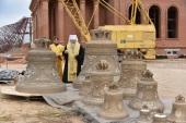 Глава Оренбургской митрополии освятил колокола строящегося в Оренбурге храма в честь прп. Пимена Угрешского