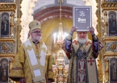During Liturgy at Church of Christ the Saviour Patriarch Kirill presents Archbishop Ioann of Dubna with charter on restoration of unity of Archdiocese of Western European Parishes of Russian tradition with Russian Orthodox Church