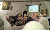 Члены Нижегородского отделения ИППО познакомили прихожан Печерского монастыря с выставкой, посвященной 25-летию возрождения монашеской жизни в обители