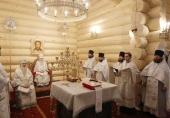 Патриарший наместник Московской епархии освятил Казанский храм в подмосковном селе Бушарино