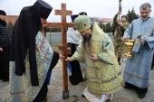 Архиепископ Махачкалинский Варлаам совершил чин освящения закладного камня и водружение креста на месте строительства нового войскового храма в г. Грозном