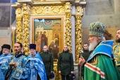В годовщину интронизации святителя Тихона, Патриарха Всероссийского, Святейший Патриарх Кирилл совершил молебен у его мощей в Донском монастыре