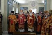 Предстоятели Русской Православной Церкви и Православной Церкви в Америке совершили Литургию в московском храме великомученицы Екатерины на Всполье