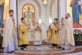 В Неделю 25-ю по Пятидесятнице Предстоятель Русской Церкви совершил Литургию в кафедральном соборе Христа Спасителя г. Калининграда
