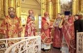 Предстоятель Православной Церкви в Америке совершил Божественную литургию в московском храме священномученика Климента, папы Римского