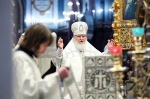 В Рождественский сочельник Святейший Патриарх Кирилл совершил Литургию в Храме Христа Спасителя в Москве